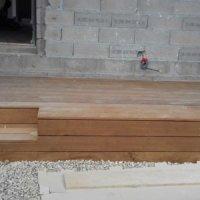 Terrasse d'entré en bois en Corse par Corse Solutions Bois